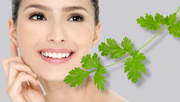 use-of-green-coriander-for-pink-lips