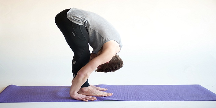 - Utthanasana - बाल झड़ने से छुटकारा पाने के लिए करे ये योगासन